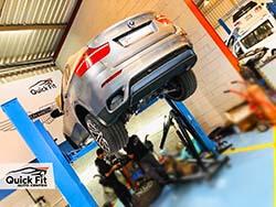 إصلاح محرك بي إم دبليو X6 وإعادة بنائه في دبي في مركز كويك فيت للسيارات